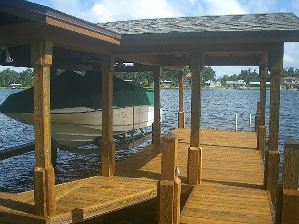 gold-model-boathouse