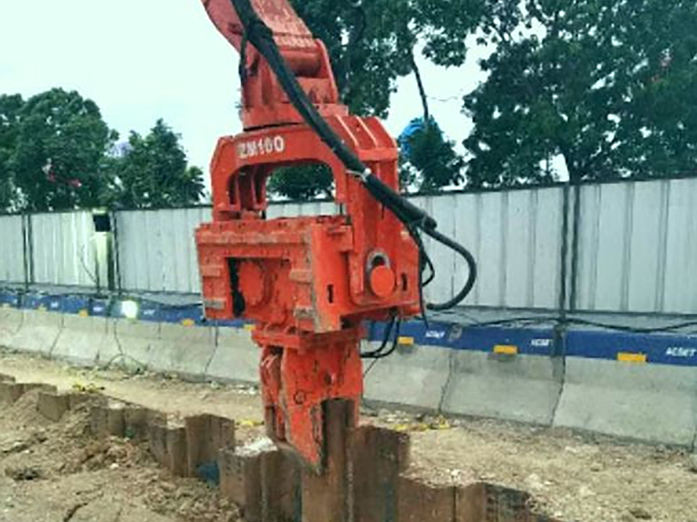 sheet pile driving equipment