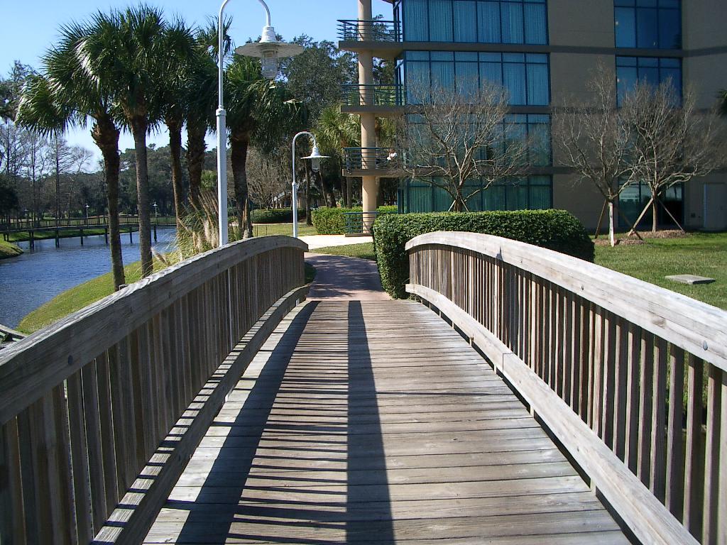 pedestrian-bridge-construction